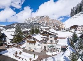 Villa David Dolomites, hotel in Selva di Val Gardena