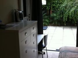 Parnell one bedroom with ensuite, vacation rental in Auckland