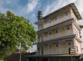 Gems 9 Airport Hotel, hotel in Cochin