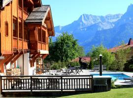 Le Cerf Amoureux Chalet Privé & Spa, cabin in Sallanches