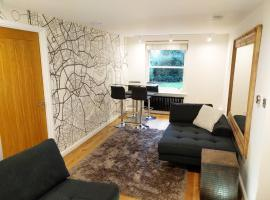 Modern 1 Bedroom Apartment in Kensington, hotel near Portobello Road Market, London