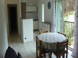 Appartement Le Port d Avall - 6PA059, hotel with pools in Collioure