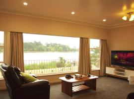 Lake Domain Holiday House, homestay in Hamilton