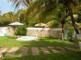 Casa c/ Piscina, hotel with pools in Barra de Santo Antônio