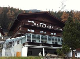 Pension Jägerhof, pet-friendly hotel in Sankt Anton am Arlberg