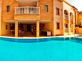 Dinara Hotel, hotel in Kemer