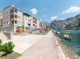 Modern new flat next to river Cetina, hotel with jacuzzis in Omiš