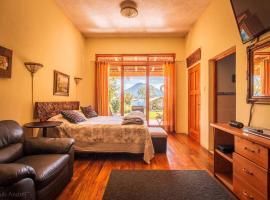 Lake Front Suite, hotel in Santa Cruz La Laguna