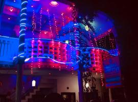 Thomas Home Stay, family hotel in Agra