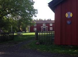 Bull-August gård vandrarhem/hostel, hotel in Arholma