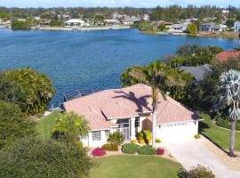 Lake View Villa, Ferienunterkunft in Cape Coral