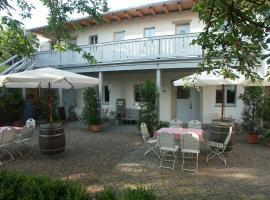 adele - Gästezimmer und Pension am Elberadweg, guest house in Dresden