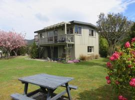 Glendale River View, hotel near Luxmore Jet, Manapouri
