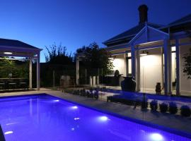 Hollidge House 5 Star Luxury Apartments, budget hotel in Adelaide
