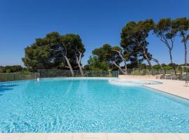 Madame Vacances Domaine du Provence Country Club Service Premium, hotel in Saumane-de-Vaucluse