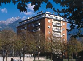Hotel Lux, hotel in Merano