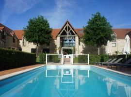 Hotel Les Suites - Domaine de Crécy, hotel in Crecy la Chapelle