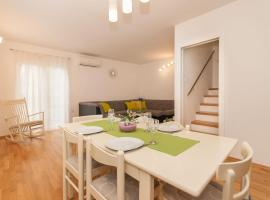 Apartments with WiFi Omis - 11513, apartment in Omiš