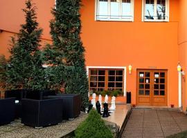 Hotel Swami, hotel in Mělník