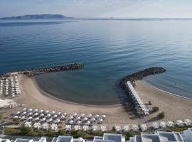 Knossos Beach Bungalows Suites Resort & Spa, hotel in Kokkíni Khánion