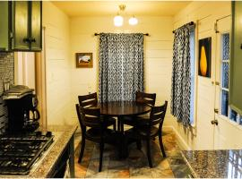 The Harby House, vacation rental in Houston