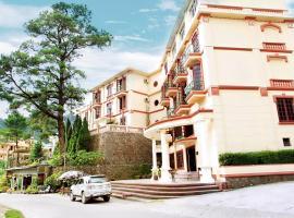 Khách Sạn Cây Thông, hotel in Tam Ðảo