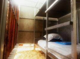 Sea Camp Hostel, hotel in Ko Ngai