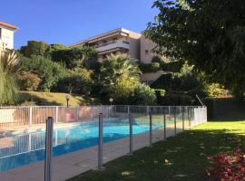 Studio Jardin, hotel with pools in Cannes