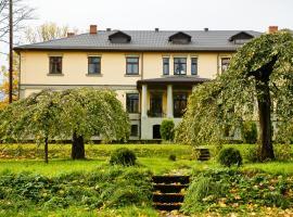 Hotel Grasu Pils, hotel in Cesvaine