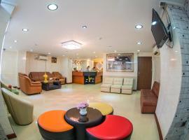 Diamond Rise Hotel, hotel in Mandalay