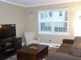 The Right Side Duplex, vacation rental in Charlotte
