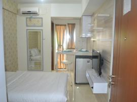 Green Lake View - Ciputat, hotel in Pondokcabe Hilir