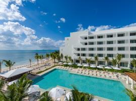 Izla Beach Front Hotel, hotel near National park El Garrafón, Isla Mujeres