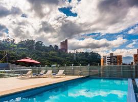 La Quinta by Wyndham Medellin, hotel in Medellín