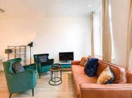 Luxurious Canalview APT with Patio CITY CENTRE, holiday home in Amsterdam