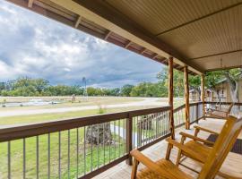 Vineyard Trail Cottages- Adults Only, villa in Fredericksburg