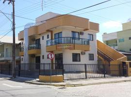 Residencial Sol Nascente, apartment in Bombinhas