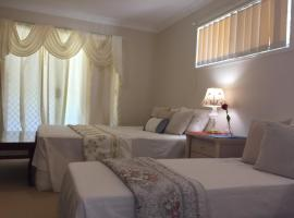 Theme Parks Amituofo Guest House, hotel near Coomera Indoor Sports Centre, Gold Coast