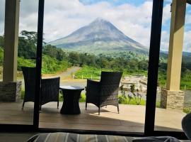 NIRÚ Rainforest Suites, hotel cerca de Sky Adventures Arenal, Fortuna