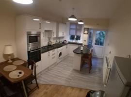 Large Garden Flat near Marine Lake, apartment in Weston-super-Mare