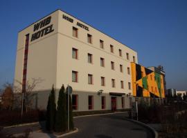 WHB Hotel, hotel en Győr