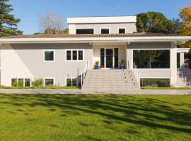 Niclas Luxury Apartments, hotel near Atlantico, Rome