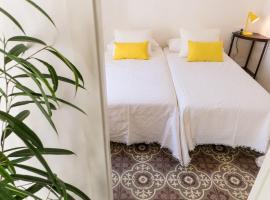 Blue Casita, hotel with parking in Pollença
