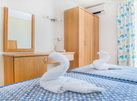 Qawra Point Holiday Complex, serviced apartment in St. Paul's Bay