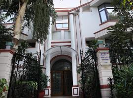 Ahuja Residency DLF Phase 2, hotel in Gurgaon
