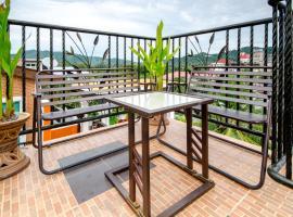 Nor Villa Rooftop, hotel in Pantai Cenang