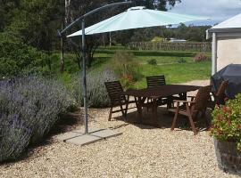 Peppermint Farm Cottage, hotel near Hugh Hamilton Wines, McLaren Vale