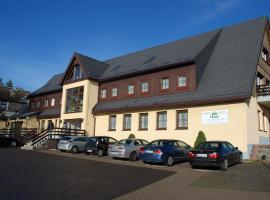"""Hotel """"Zum Einsiedler"""", hotel in Deutschneudorf"""