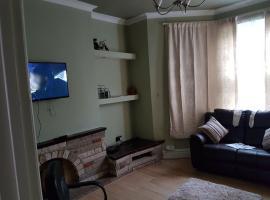Flat 1, 1 cameron rd croydon, apartment in Croydon