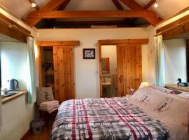 The Stable, farm stay in Saint Clether